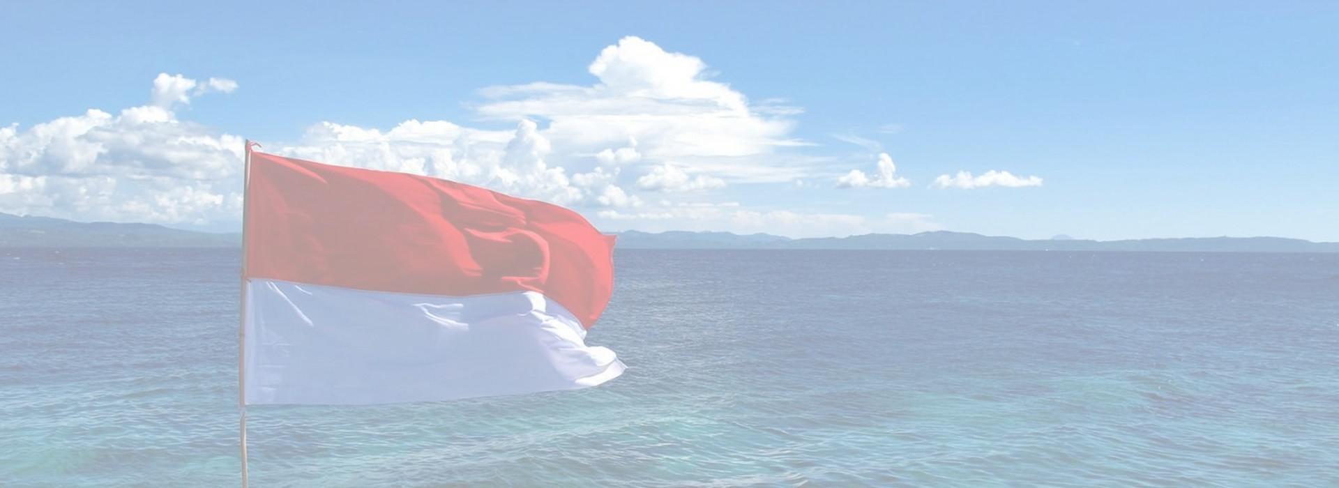 Slider: Bendera Merah Putih Laut